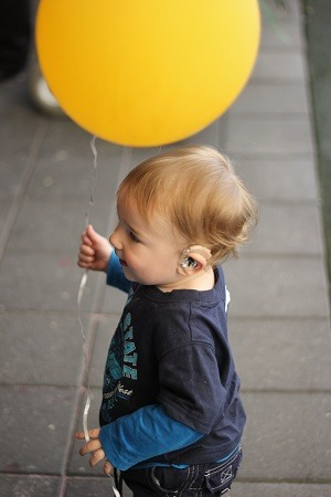 baby-with-balloon