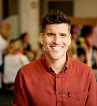 Osher Günsberg puts hearing loss front and centre ahead of Hearing Awareness Week